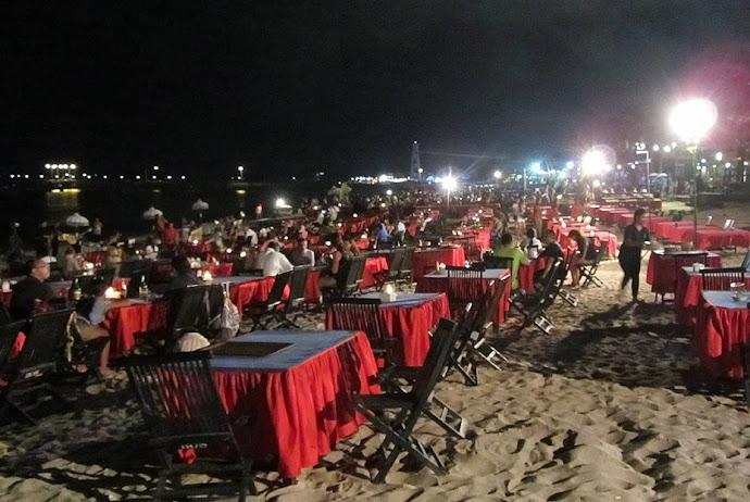 Restaurantes en la playa por la noche