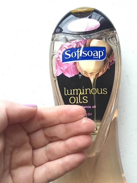 Softsoap, Softsoap Luminous Oils Macadamia Oil & Peony Body Wash, shower gel, On Wednesdays We Wear Pink