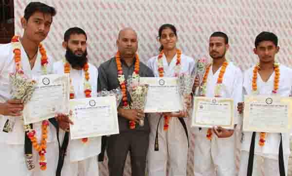 रावल इंटरनेशनल स्कूल की खुशबु व हितेश डागर को कराटे एसोसिएशन ऑफ इंडिया ने किया सम्मानित