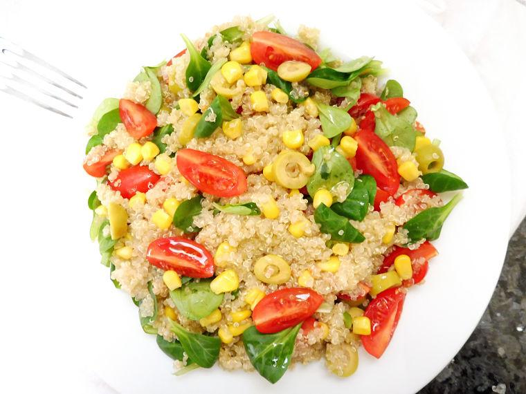 Ensalada mediterranea de quinoa