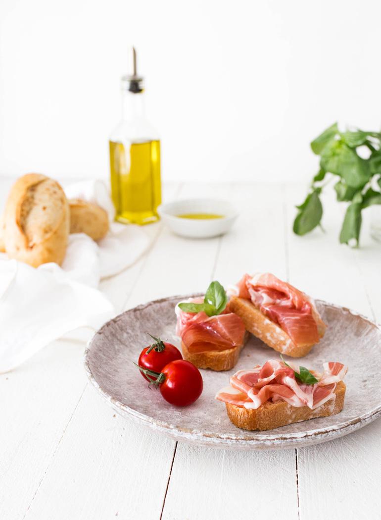 superalimentos-dieta-mediterranea-jamon-iberico-tomate