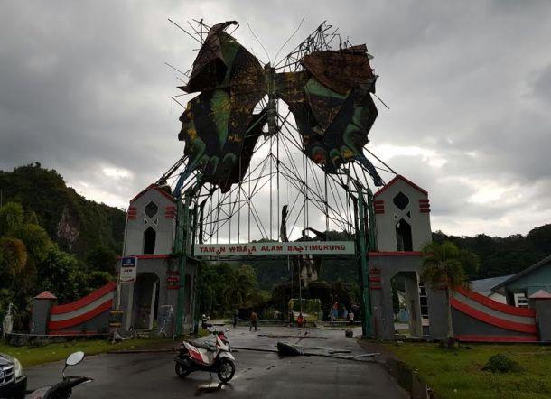 Dianggap Membahayakan, Gerbang Kupu-Kupu Bantimurung Dibongkar