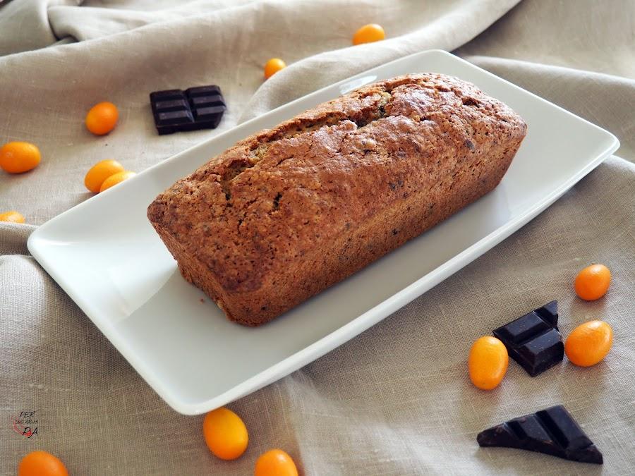 Bizcocho de calabacín y chocolate, aromatizado con kumquat y canela, de textura húmeda y sabor sorprendente.