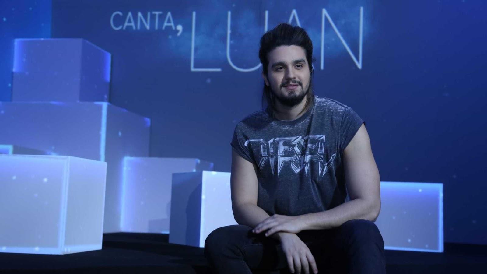 Luan Santana cai de plataforma durante show em Picos