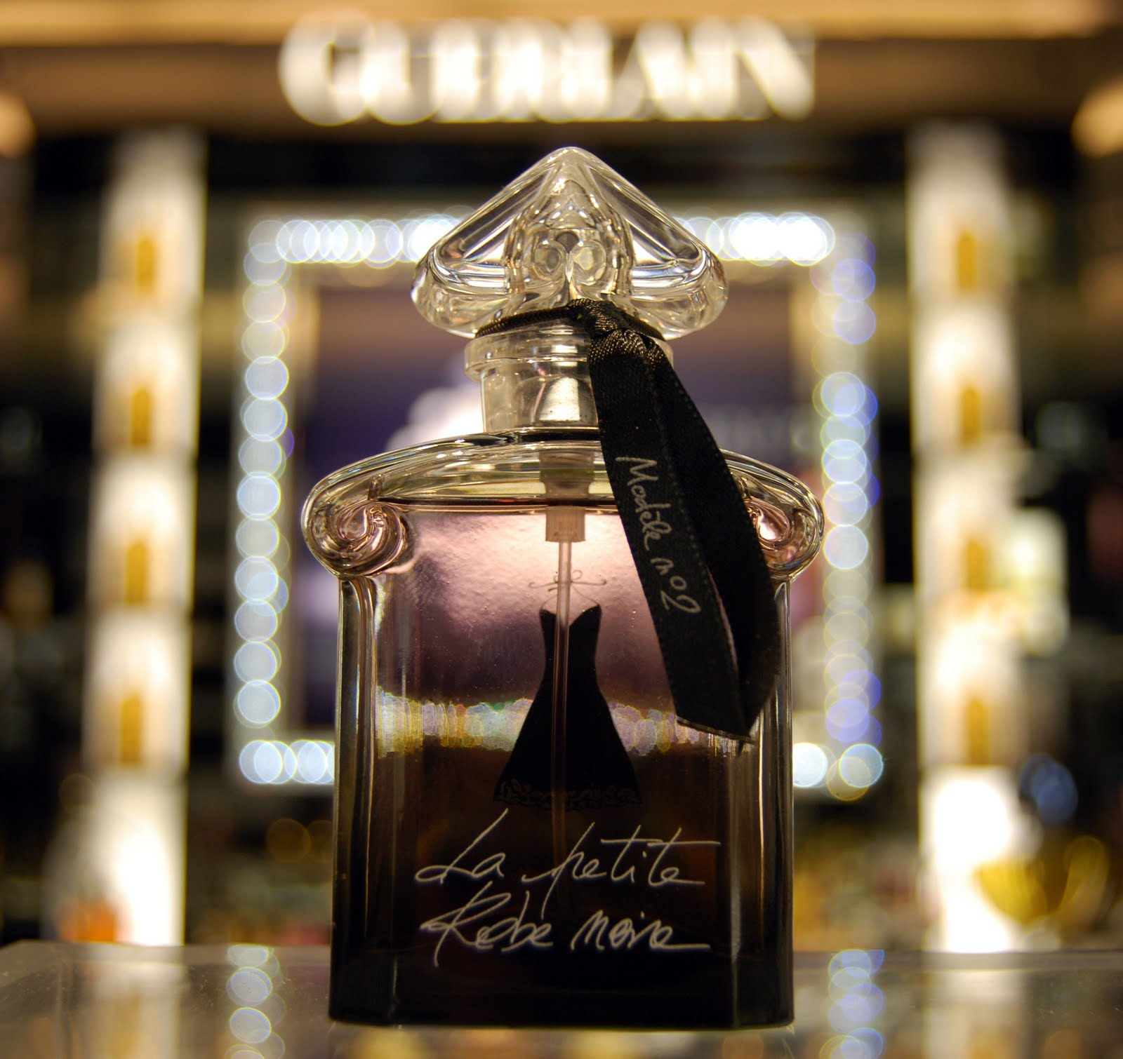 perfume shrine guerlain la petite robe noire no 2 fragrance review. Black Bedroom Furniture Sets. Home Design Ideas