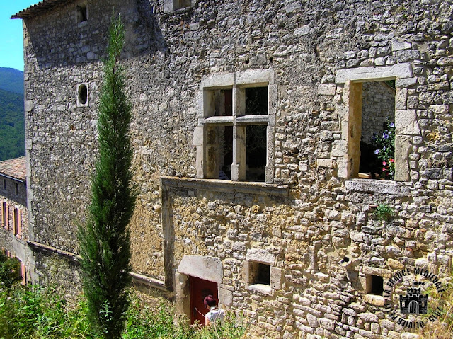LE POET-LAVAL (26) - Village médiéval