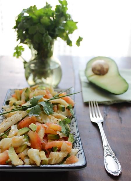 baccalà con concassè di pomodori, avocado e coriandolo