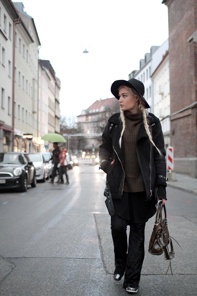 Fashion-Mode-Fashionblog-Modeblog-Modeprinzesschen-Munich-Muenchen-Deutschland-Blogger-Mode-Style-ootd-Adidas-Sassyclassy-Outfit-Look
