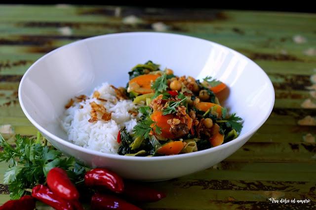 Bunt, gesund und wärmend: Gemüsecurry mit Kichererbsen