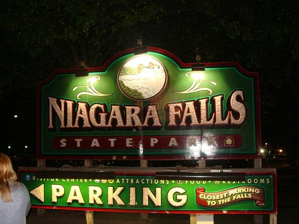 Im Niagara Falls State Park am Abend