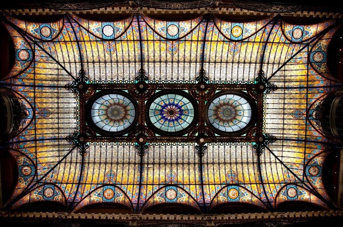 """Magnífic sostre de vidre, estil """"art déco"""", al Hall del Gran Hotel de la Ciutat de México"""