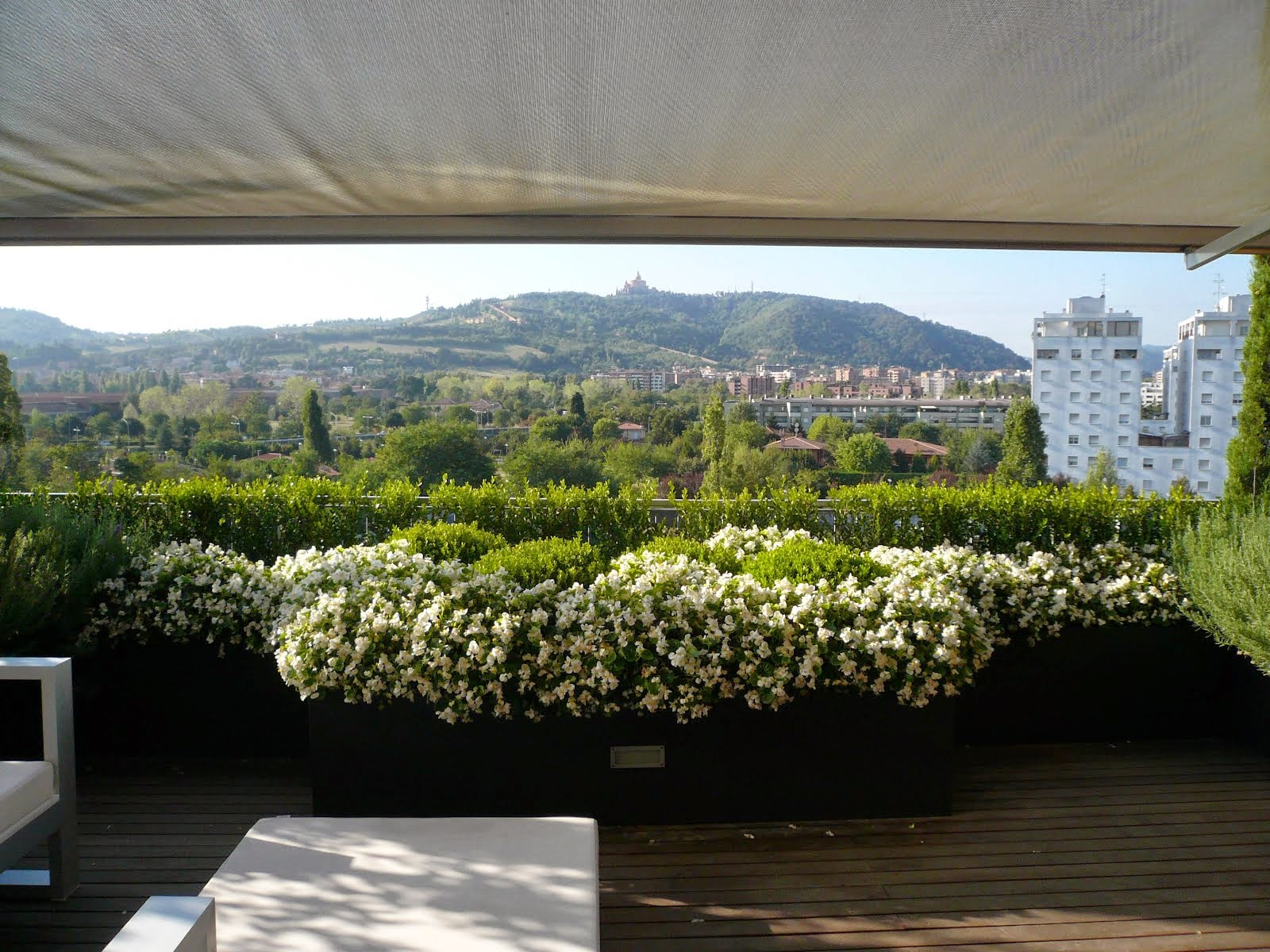Arredo e design il giardino in terrazzo corso a modena for Arredo giardino bologna