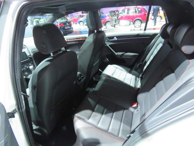Volkswagen Golf TSI 2017 - interior - espaço traseiro