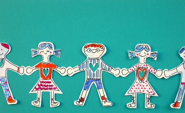 3 ways to make a paper people chain wikihow - 640×392