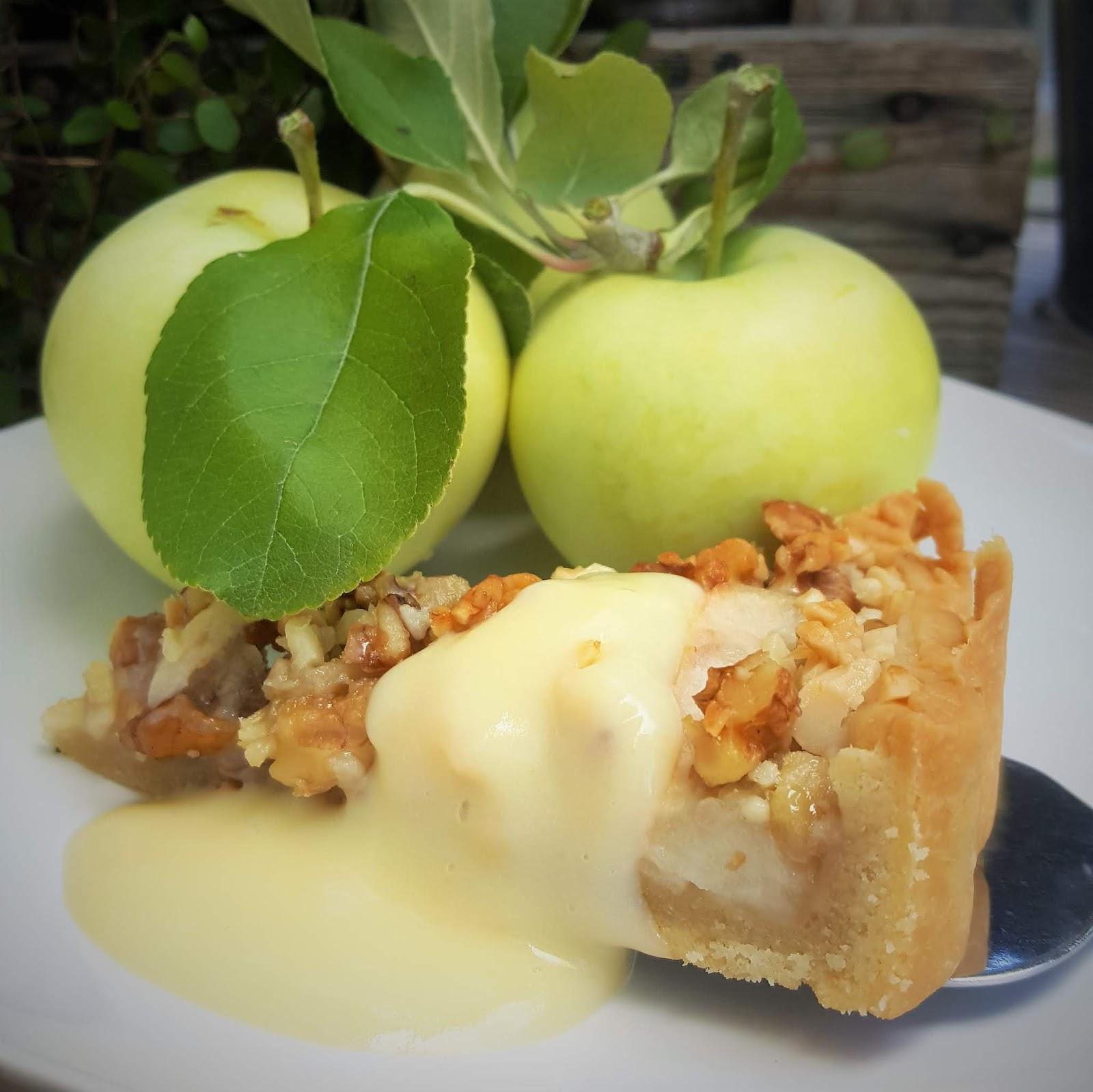 äppelpaj med nötter och mandel