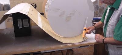 Cómo hacer un mueble redondo con cartón reciclado