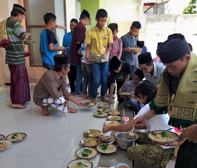 Luar Biasa, Jumatan di Masjid Taqwa Minanga Dapat Makan Siang Gratis