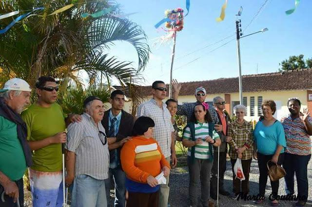 Sociedade, entidades e Prefeitura realizaram festas juninas para idosos e deficientes visuais