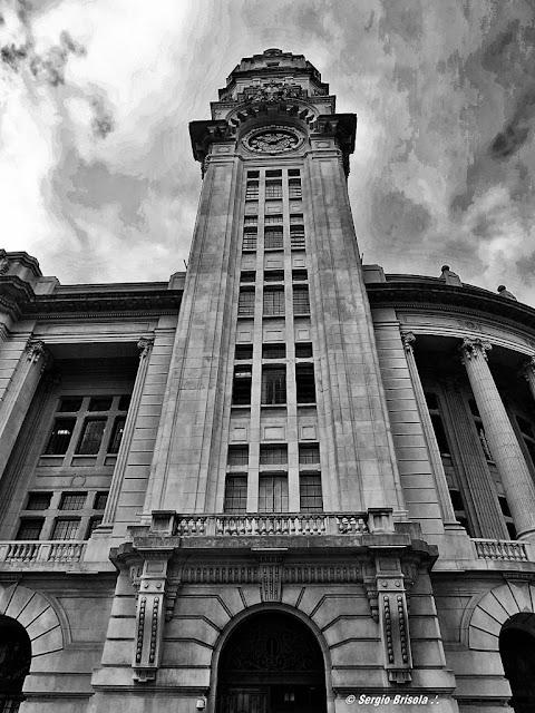 Perspectiva da torre da Estação Julio Prestes localizada ao lado da Sala São Paulo.