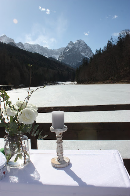 Heiraten unter der Alpspitze, freie Trauung, Winterfrühlingshochzeit in den Bergen im März, Berghochzeit im Riessersee Hotel Garmisch-Partenkirchen, Bayern, Wedding in Bavaria, March, spring, winter mountain wedding