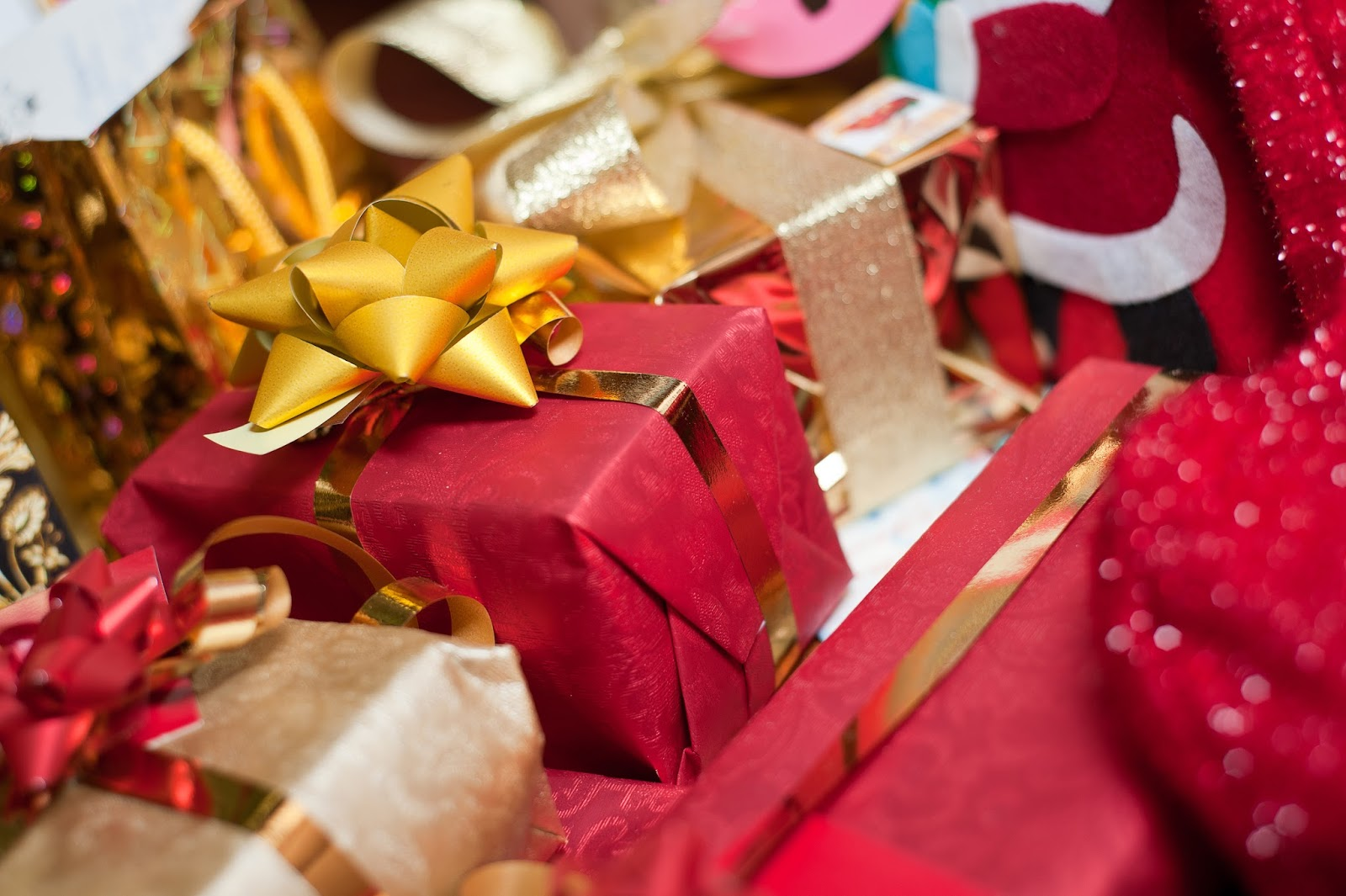 joyeux no l holiday gift guide 2015 appelez moi ana. Black Bedroom Furniture Sets. Home Design Ideas
