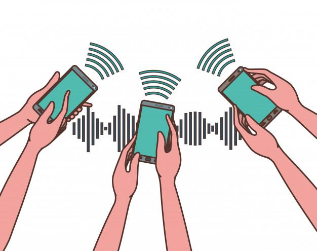 صورة لعدة اشخاص يرفعون هواتفهم ويظهر منها اشارات بلوتوث - باستخدام الـ Bluetooth بلوتوث