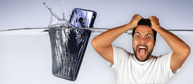 Do not Panic When Smartphone Exposed to Water, This is the Solution!