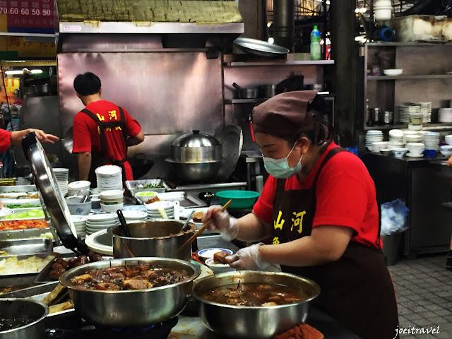 IMG 7486 - 【台中美食】台中第二市場美食熱搜,美食一間接著一間吃,吃到接近一百公斤的壯漢也舉手投降!!!歡迎來挑戰!!