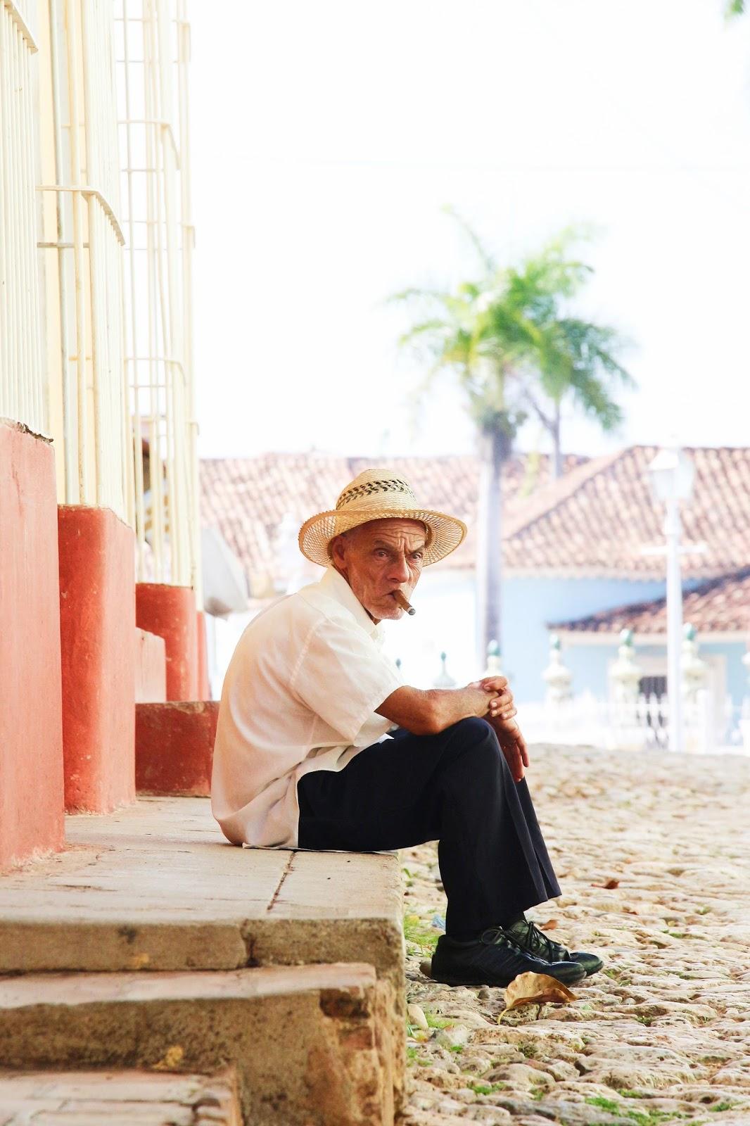 Un Cubain et son cigare, Trinidad - Cuba