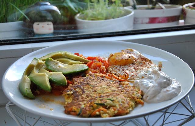 Huevos Rancheros mit Möhren-Zucchini-Puffer