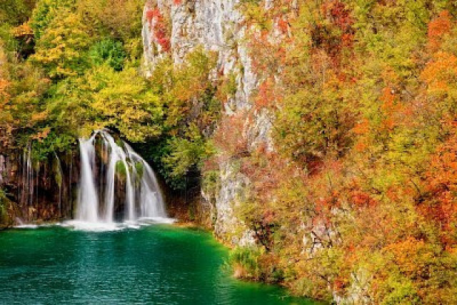 بحيرات بليتفيتش الكرواتية 8582491-waterfall-in