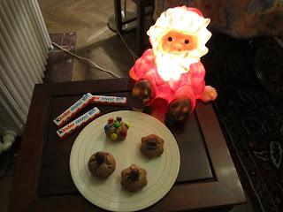 Petits gâteaux aux Kinder Maxi avec topping M&M'S ou Kinder Schoko-Bon ou Kinder Maxi