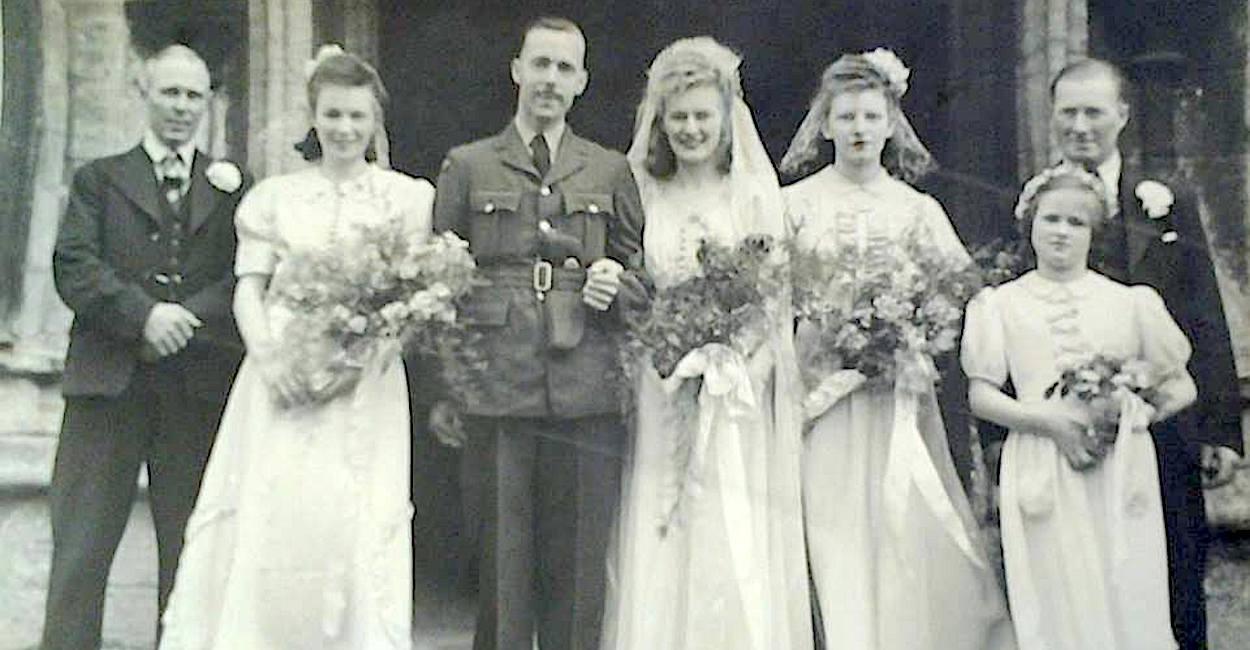 Les' sister's wedding