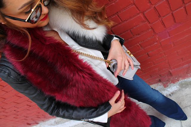 Fur stole, faux fur stole, faux fur collar, fur and leather jacket, how to wear flare jeas, J Brand jeans, fall layering, kozna jakna i farmerke, krznena jakna, canadian fashion blogger, modne blogerke kozna jakna