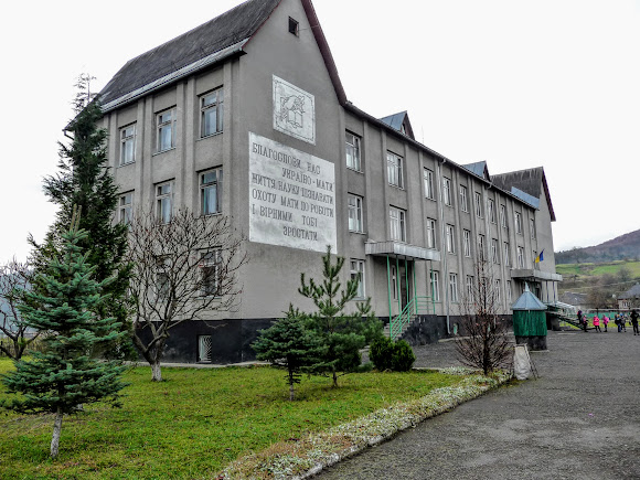Гірські села Закарпаття: Плоске. Школа