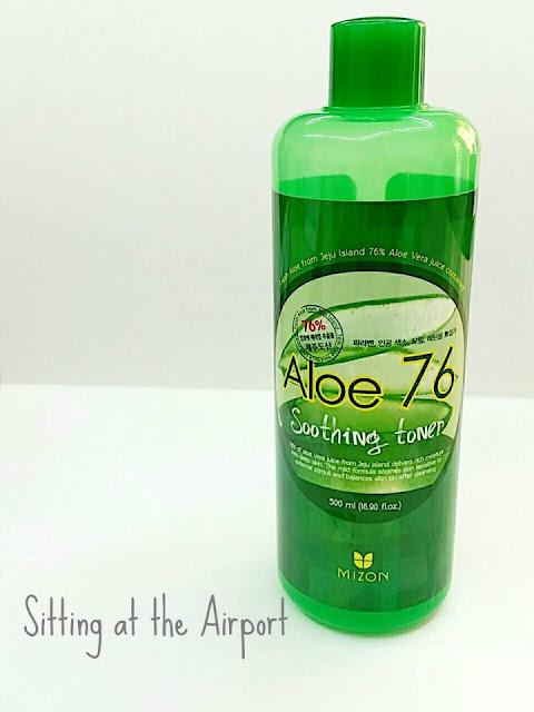 Hoy os hablo del   ALOE 76 SOOTHING TONER  - MIZON -   Este producto lo  busque un poco a conciencia me encontraba con un poco de desajuste hormonal , quería algo que fuese bastante suave  con la piel  a la vez que me hidratante .