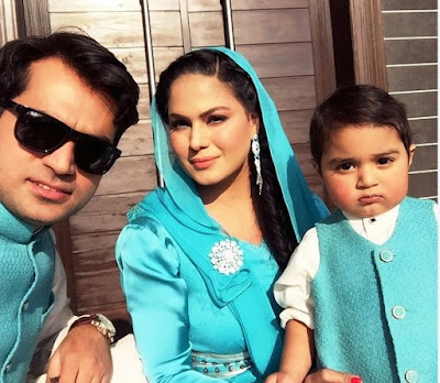Veena Mailk Lives with her husband and childerens in united Arab Emirates.