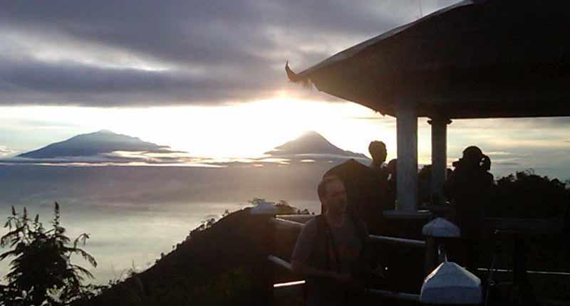 wisata alam indah - puncak suroloyo kulonprogo Jogja - sunrise