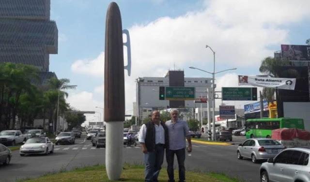 Tenemos presupuesto que hacemos....Gobierno de Guadalajara gastó 1.3 mdp en escultura de bolígrafo gigante (VIDEO)