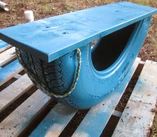 http://translate.google.es/translate?hl=es&sl=en&tl=es&u=http%3A%2F%2Fsweetteal.wordpress.com%2F2011%2F08%2F21%2Fdiy-recycled-tire-rocker-aka-tire-teeter-totter%2F
