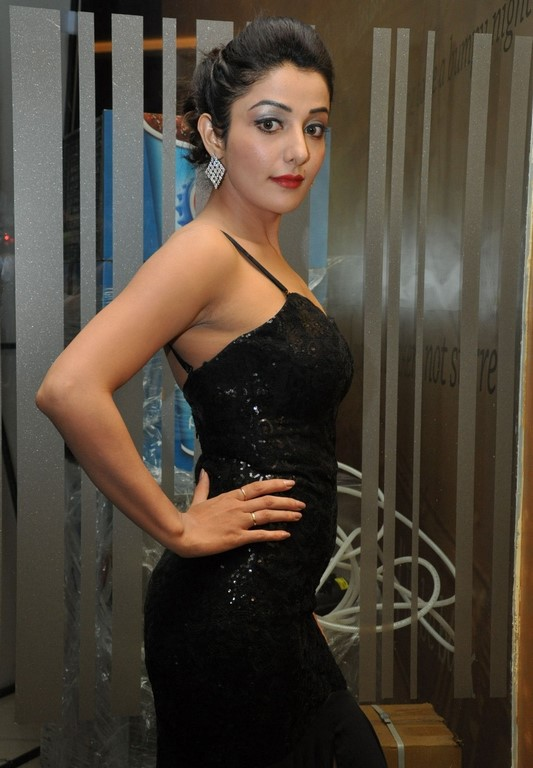Bollywood actress sonia mann hot images in black outfit ...