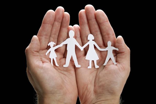 Αλλάζουν όλα για την αναδοχή παιδιών: Ναι στα ομόφυλα ζευγάρια, ναι στους επαγγελματίες θετούς γονείς