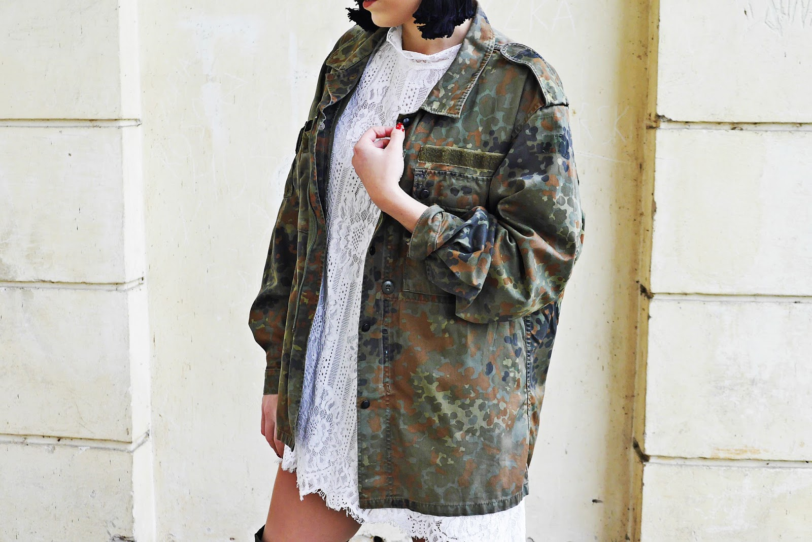 1_moro_jacket_military_white_lace_dress_karyn_blog_modowy_renee_031217gt