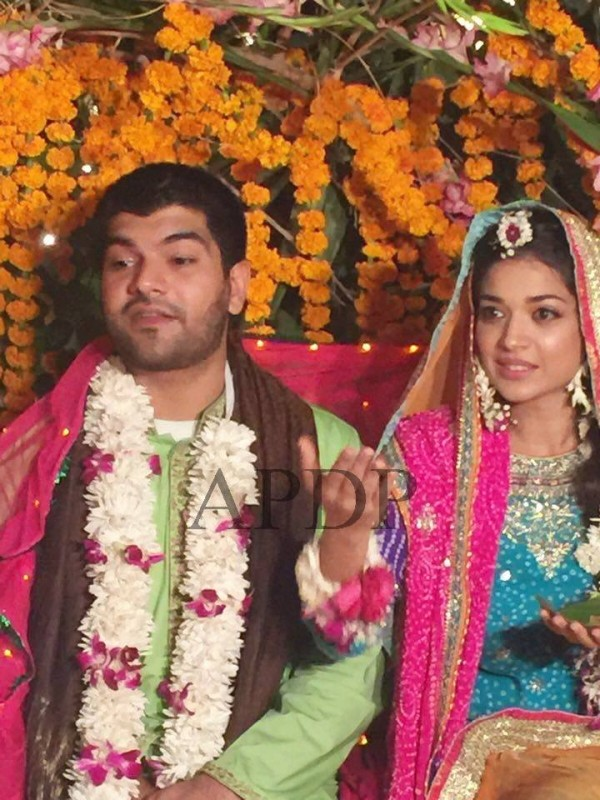 In Wedding Dress How Is She Looking What Wore That Why We Are Here To Show You Some Latest Pics Of Sanam Jung Mayon Just Have A Look