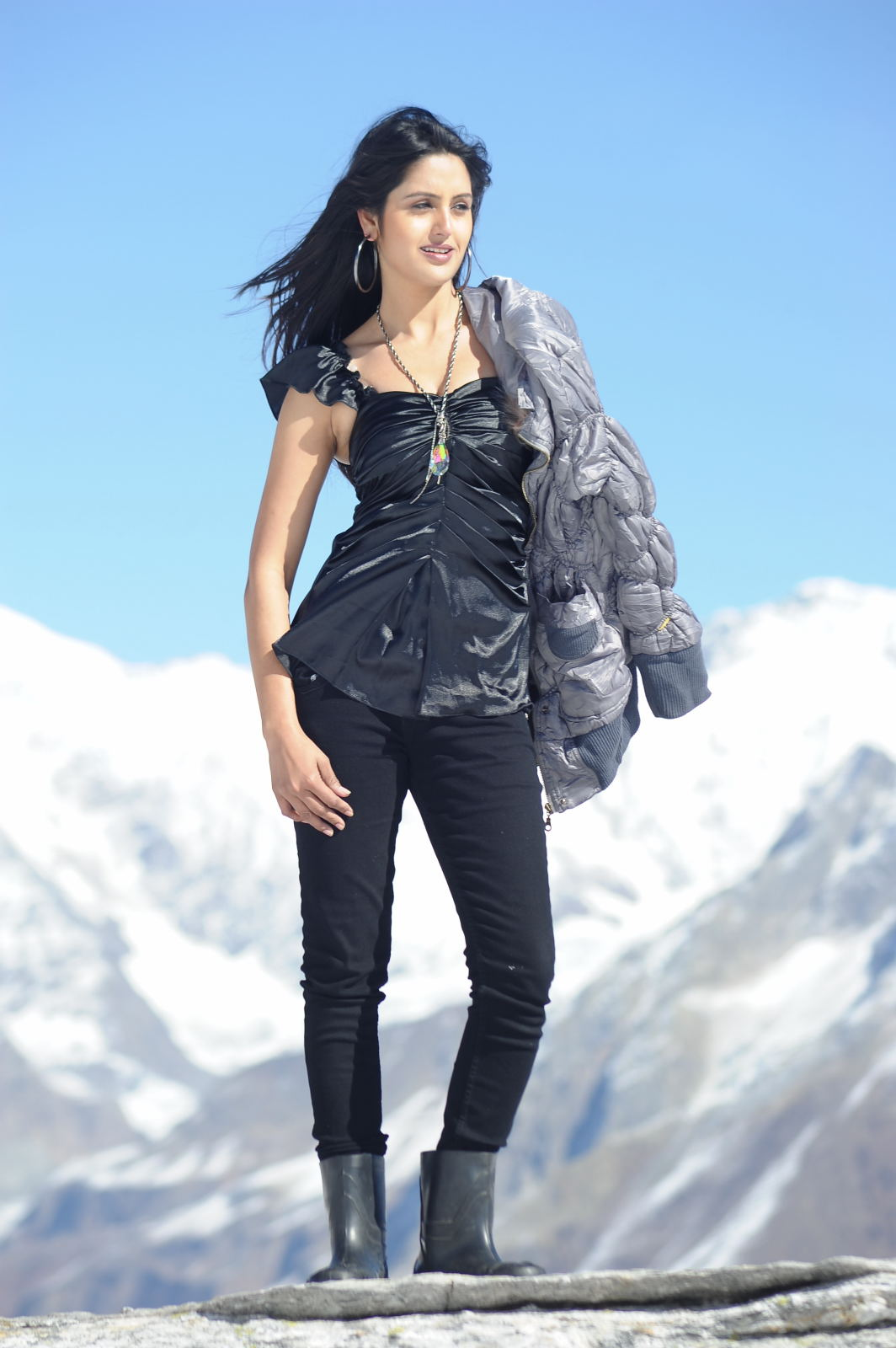 Actress sonakshi singh is live from new zealand - 2 5