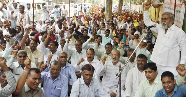 Faridabad Corporation's headquarters is continuing on the third day of the 72-hour strike, employees strike