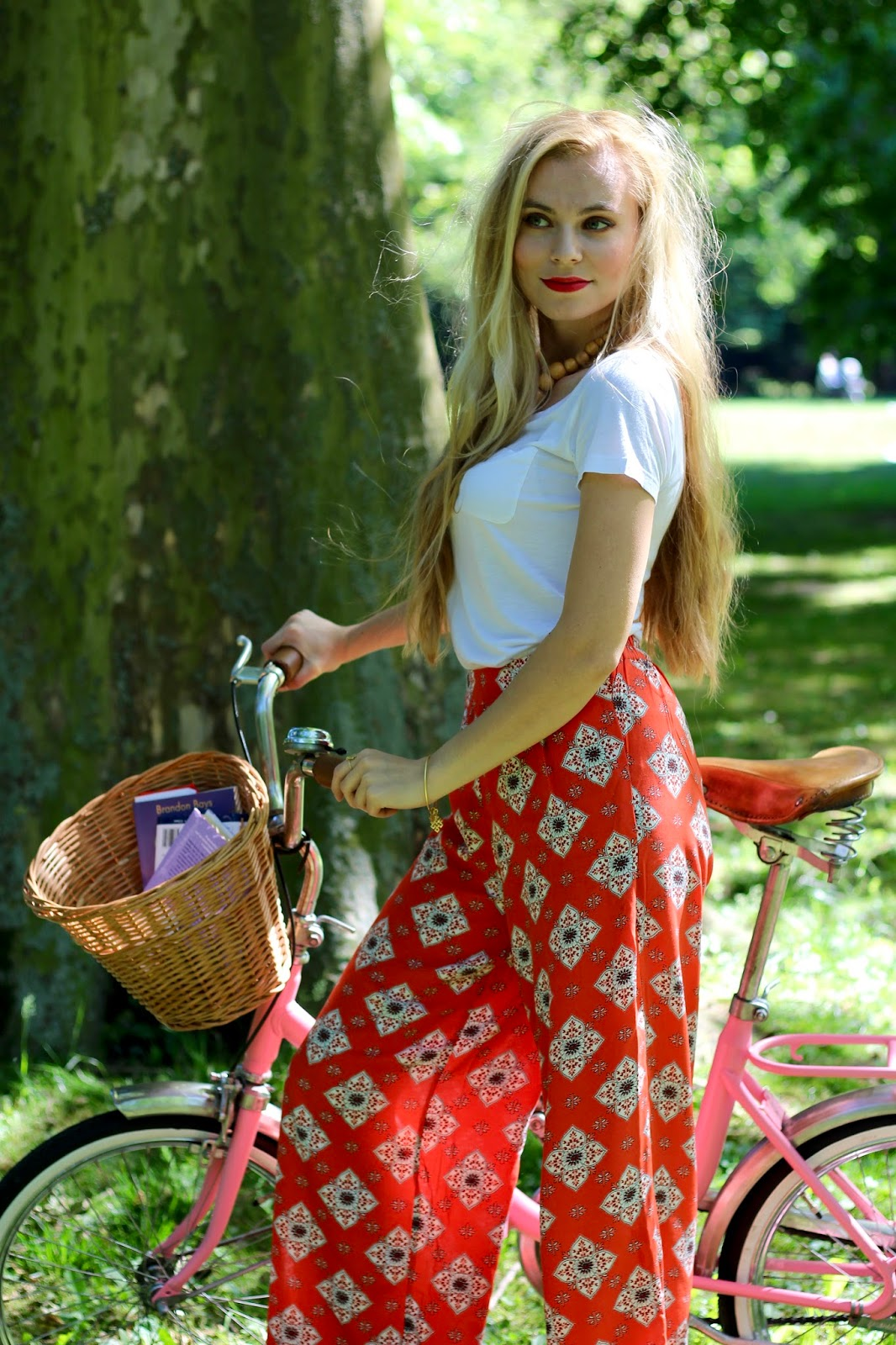 retro bike, outfit