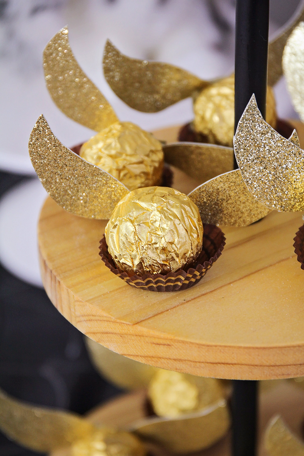 These adorable golden snitches are the perfect touch for a Harry Potter party. They're simple and quick to make, and add a little sparkle to the table!