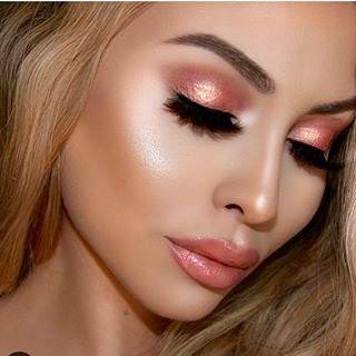 Se você gosta de maquiagens lindas e fáceis, vai amar essas 5 opções de makes para você ficar linda em poucos minutos e arrasar em qualquer ocasião.