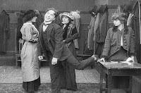 "Кадр из фильма Чарли Чаплина ""Танго-путаница"" (1914) - 4"